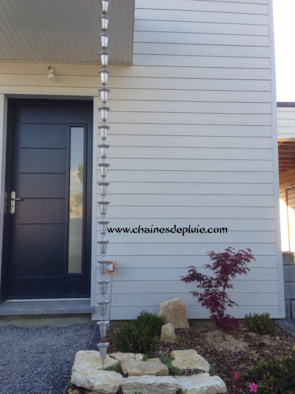 chaines de pluie aluminium sur maison moderne